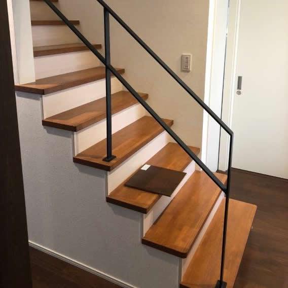 階段塗装 補修前